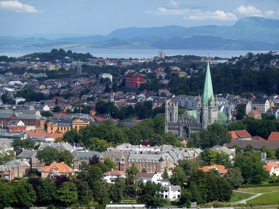 1024px-2010-08-04_-_Trondheim_-_Nidarosdom_2_-_panoramio_-_Edgar_El